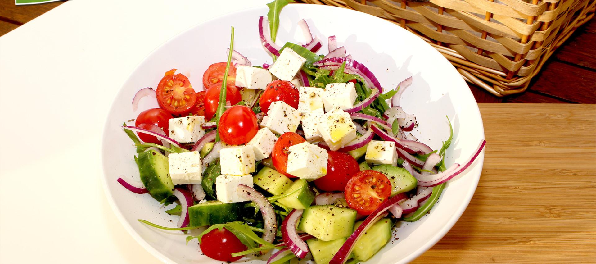 Rezept schneller griechischer Salat mit Feta & Olivenöl - Kochbock.de