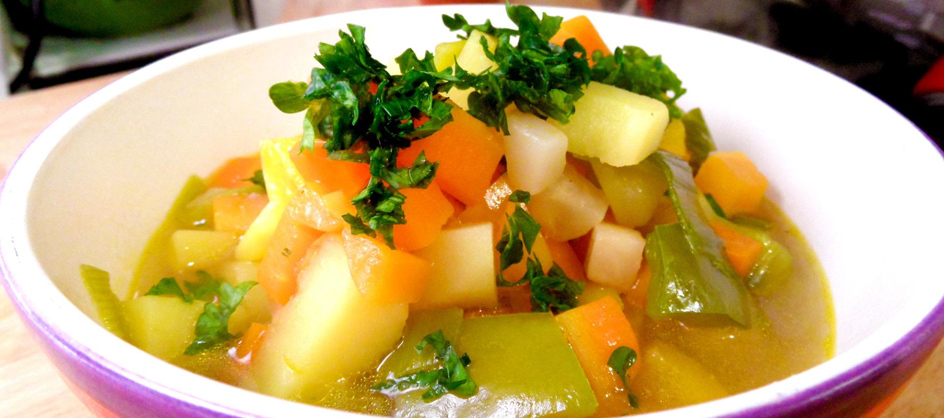 Rezept Gemüsesuppe mit Paprika & Sellerie - kochbock.de