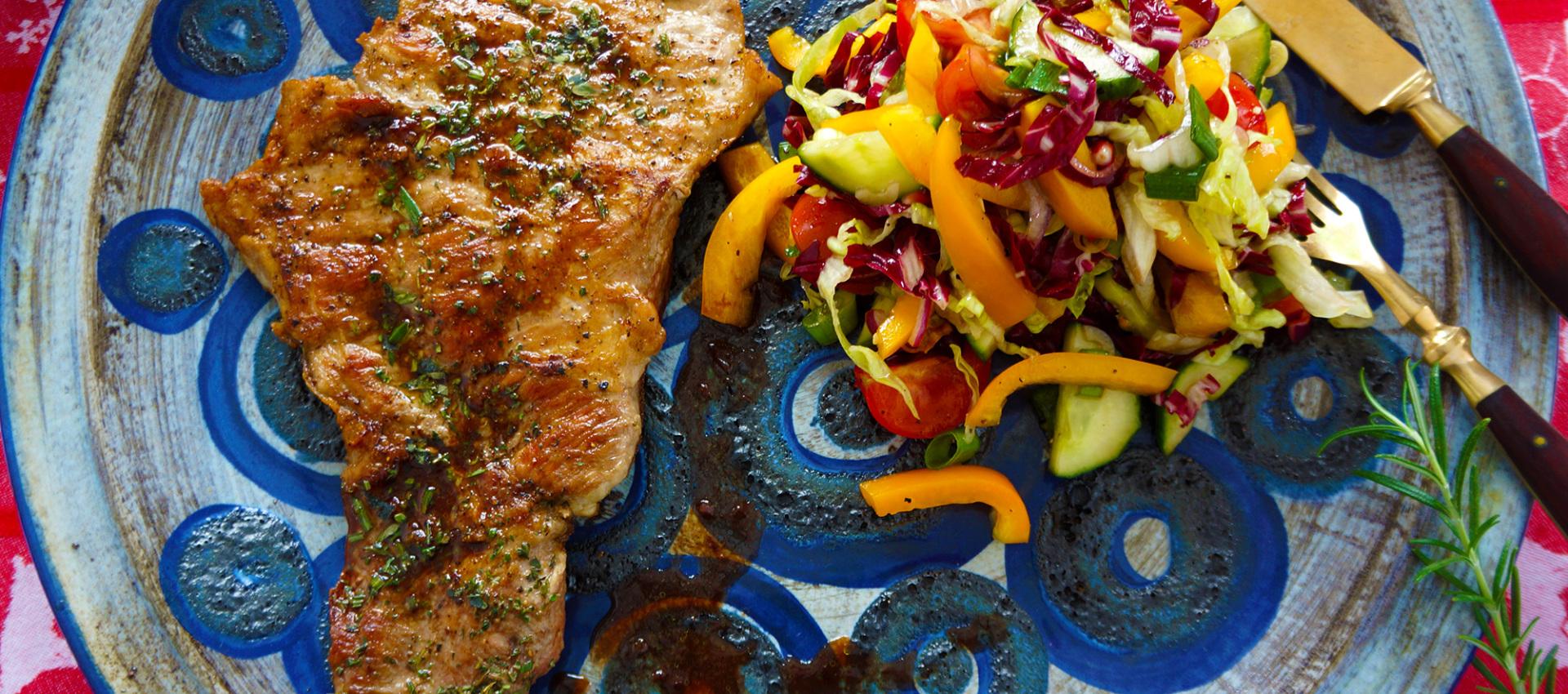 Rezept Filet vom Iberico Schwein an knackigem Granatapfel-Salat mit Portweinsauce - Kochbock.de