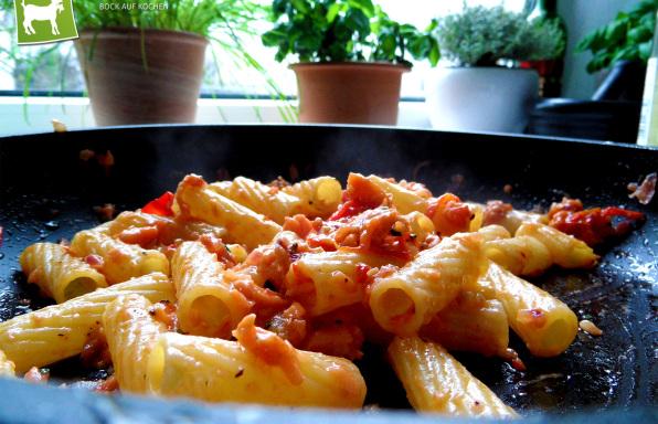 Rezept Nudeln mit Lachs, Lachscreme & Parmesan - kochbock.de