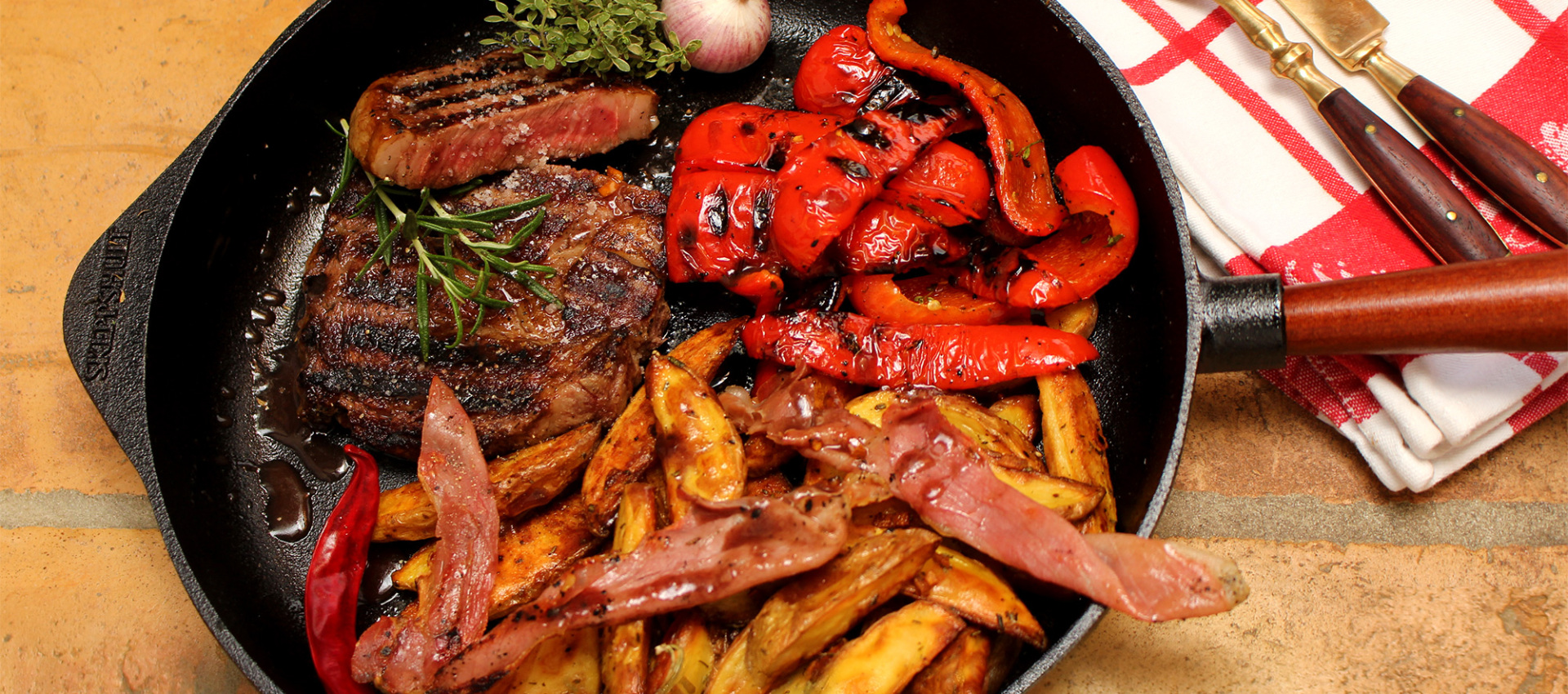 Rezept American Ribeye Steak Wagyu Kobe Style mit Rosmarin Wedges & gegrillten Paprikas - Kochbock.de