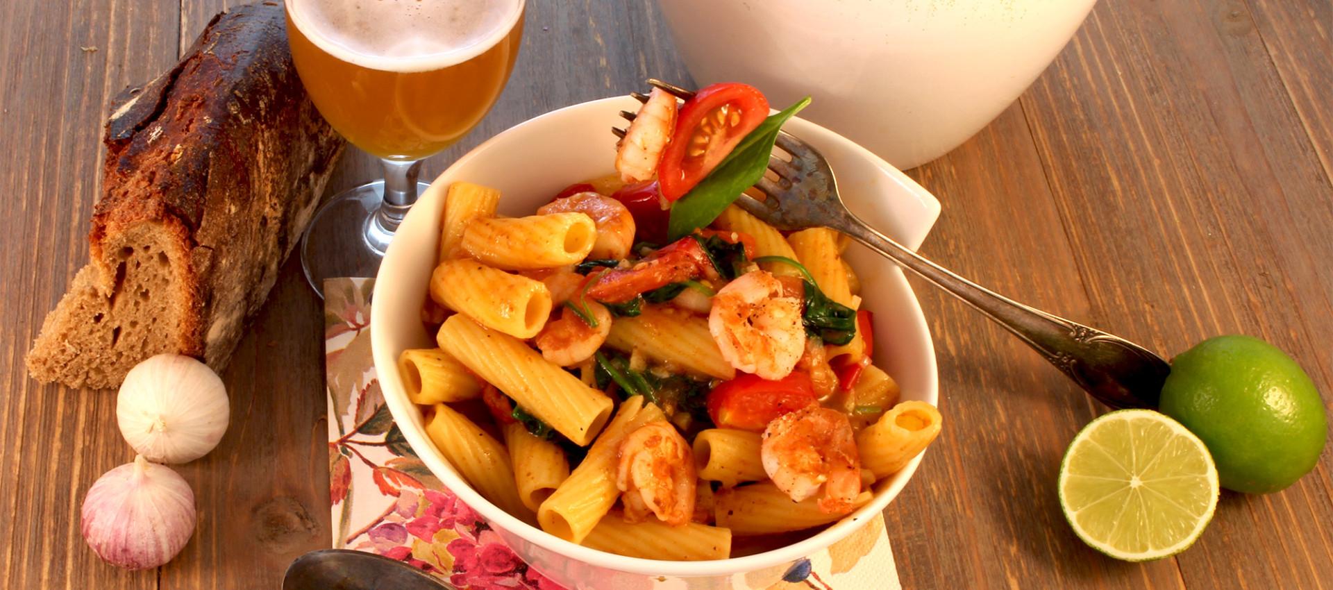 Rezept für Pasta mit Schrimps, Garnelen, Blattspinat, Kirschtomaten in Biersauce - Kochbock.de