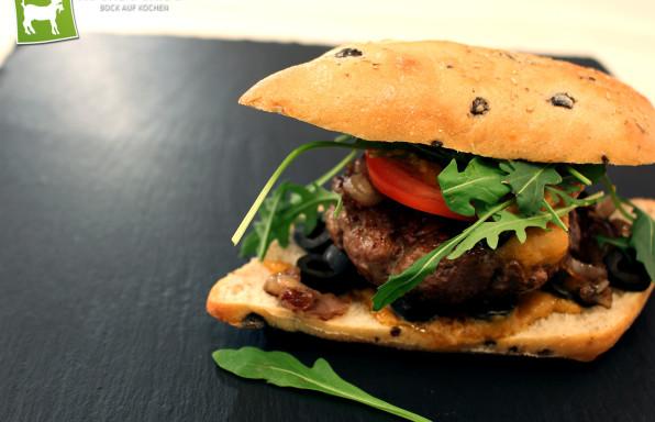 Rezept Italian Burger mit Oliven & Parmesan Sauce - Kochbock.de