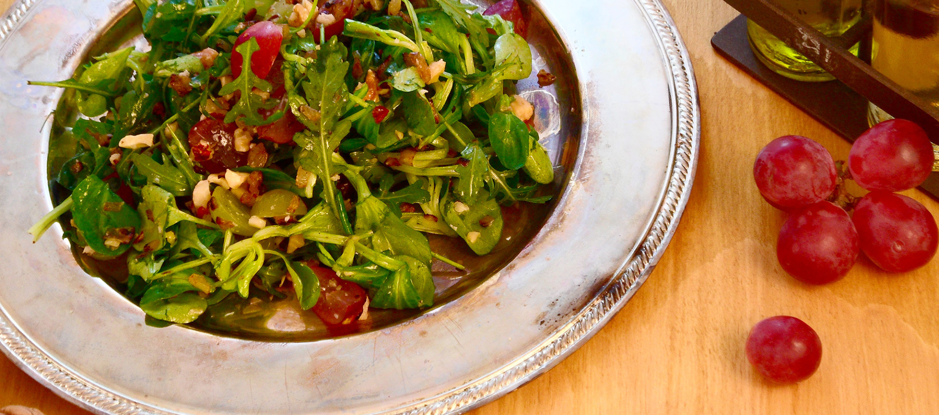 Rezept Salat mit Nüssen & Trauben - Kochbock.de