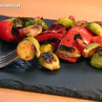 Beilage Rezept gebratener Rosenkohl & gegrillte Paprika mit Bacon - Kochbock.de