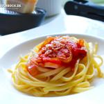 Rezept Zwiebel Tomatensauce mit Nudeln - Kochbock.de