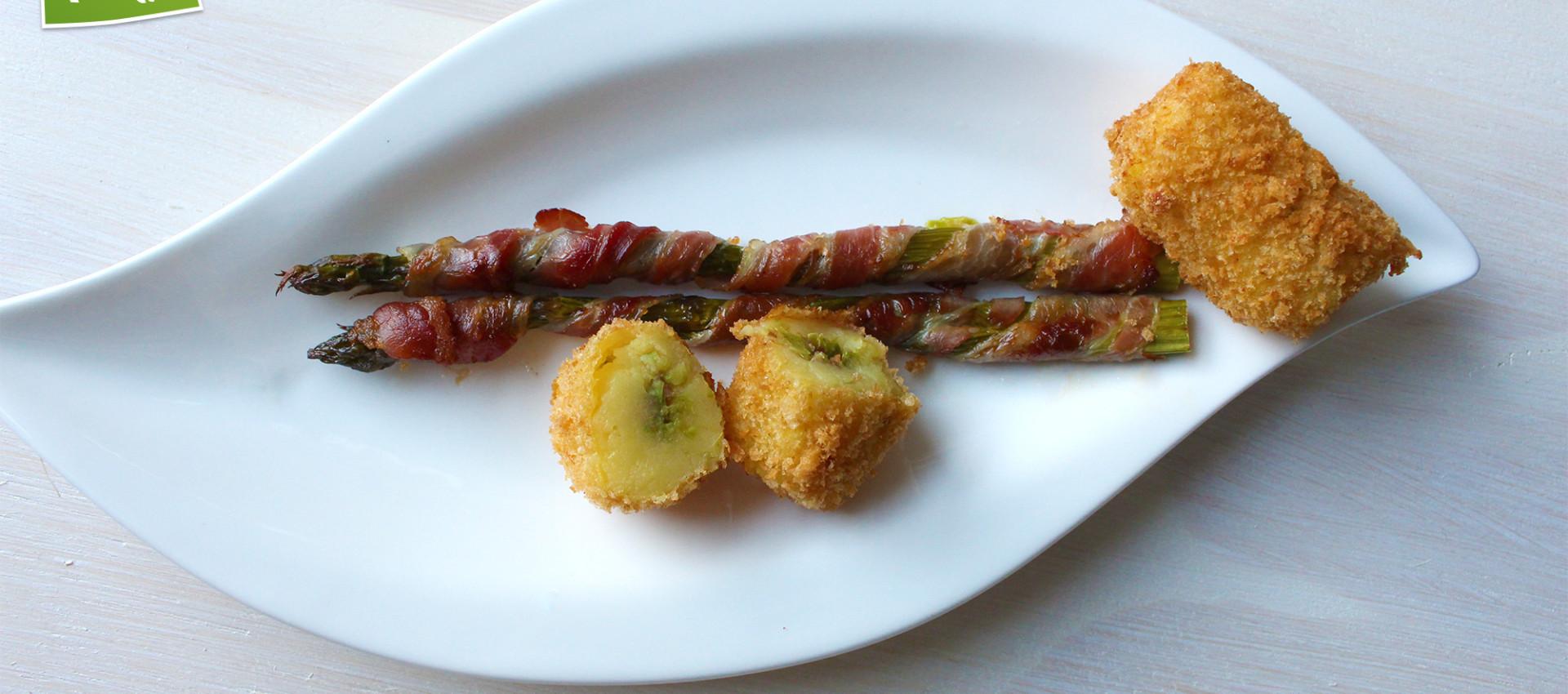 Rezept gegrillter grüner Spargel, Bacon, Kroketten von KochBock.de