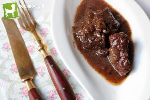 Rezept saftiges Hirschgulasch mit Rotwein von KochBock.de