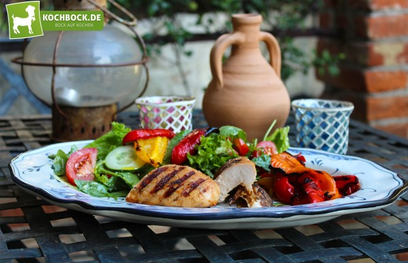 Rezept für Sommersalat mit Honig-Hähnchen & gegrillten Paprikas von KochBock.de
