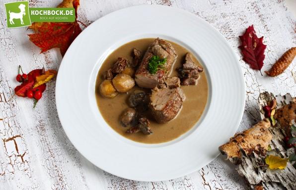 Rezept für Schweinefilet mit Pilzen & Bacon von KochBock.de
