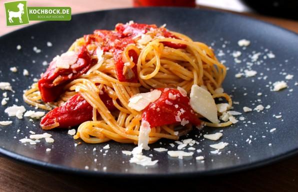 Rezept für Pasta mit gegrillten eingelegten Paprikas von KochBock.de