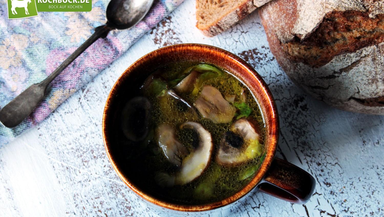 Rezept für Rinderkraftbrühe vom Tafelspitz mit Champignons & Rosenkohl von KochBock.de