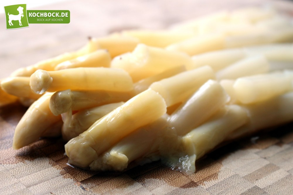 Spargel für vegane Tomatensauce mit Spargel & Pilzen von KochBock.de
