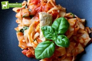 Rezept für selbstgemachte Tagliatelle mit Bio-Thunfisch bei KochBock.de