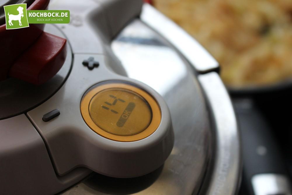 Schnellkochtopf zum Garen von Kartoffeln
