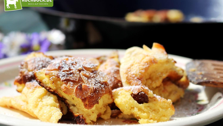 Rezept für Kaiserschmarren mit Apfelkompott von KochBock.de