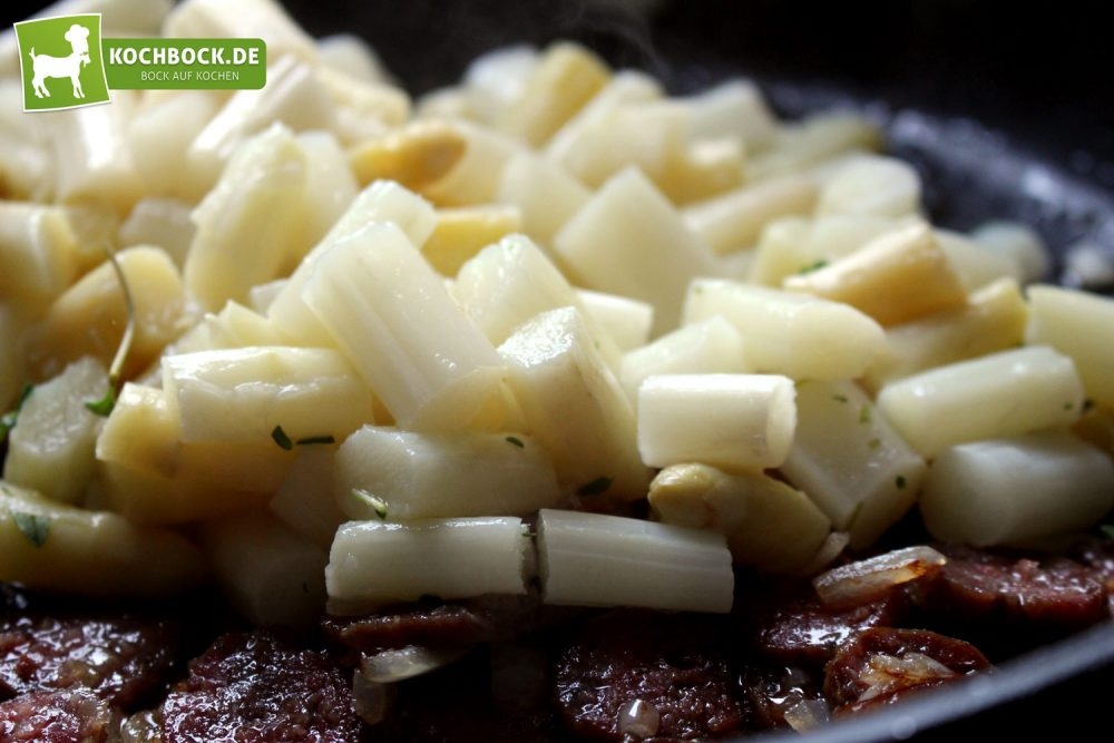 Rezept für Spargel Salsiccia Pasta von KochBock.de - Anbraten