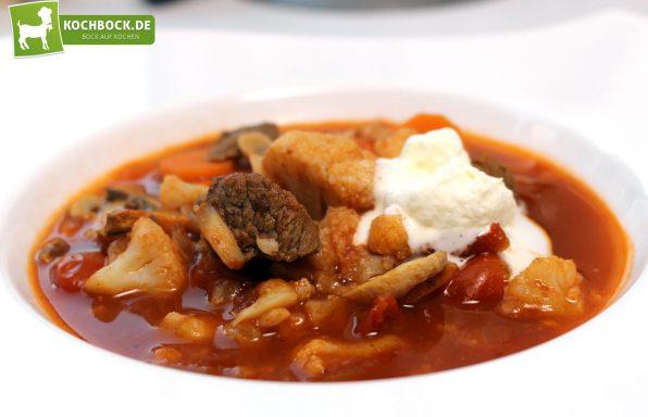 Rezept für eine rauchige Gulaschsuppe von KochBock.de